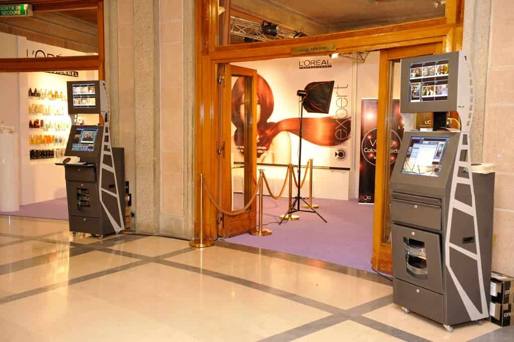 borne photo interactives 9 - event photo corner kiosk with photographer in paris